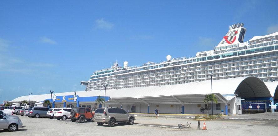 Mein Schiff 6 am Colón 2000 Cruise Terminal