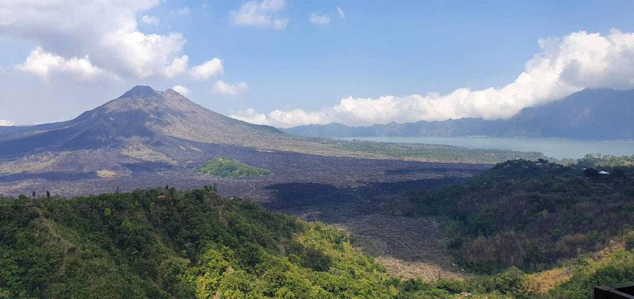 Kratersee und Vulkan Batur