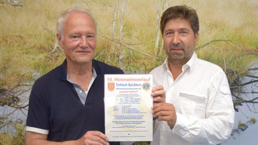 Prof. Hans-Jürgen Mest übergibt die Leitung des Himmelmoorlaufes an Robert Hüneburg (v.l.)