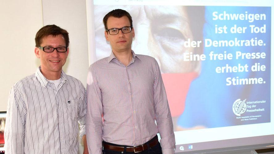 Rüdiger Dietze freute sich über seinen Gast, den Journalisten Christian Wermke (v.l)