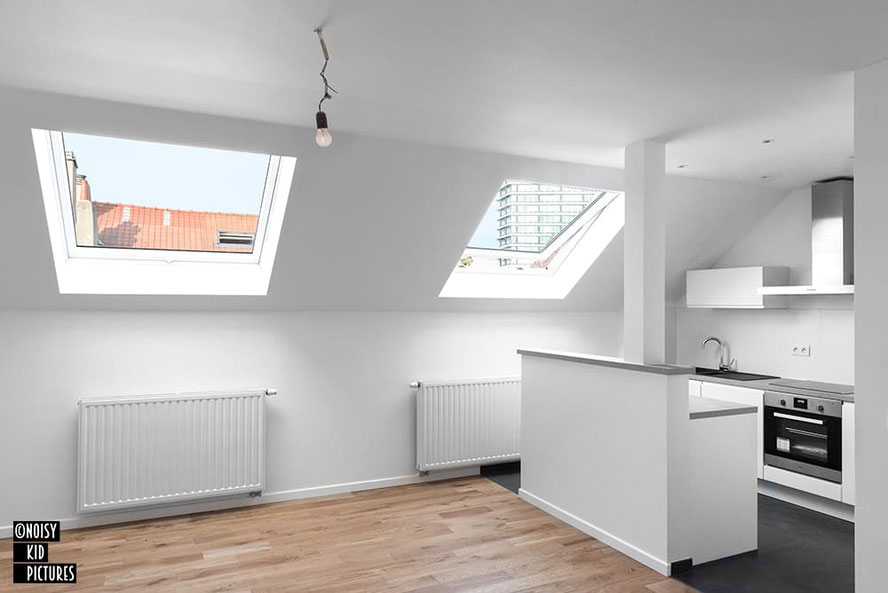 Un photographe fait des photographies de biens immobiliers pour des agences immobilières à Bruxelles, une ville de Belgique