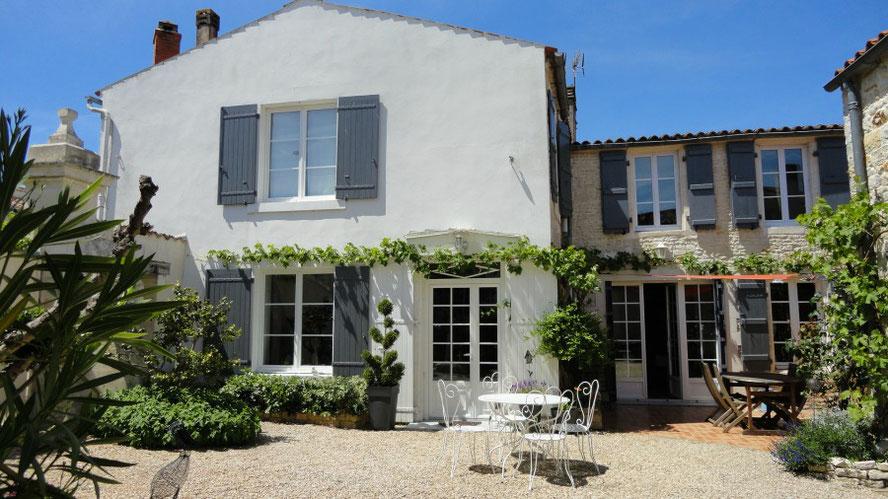 Cour intérieure maison d'hôtes proximité la Rochelle