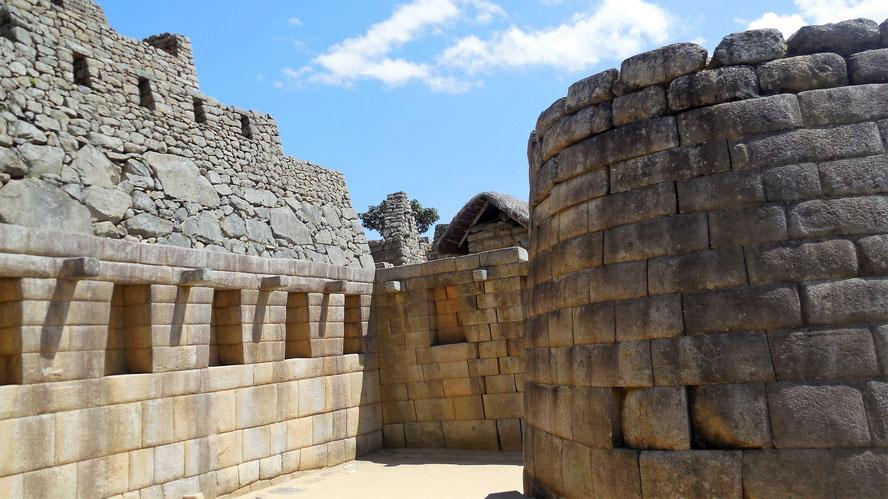 Templo del Sol (der Sonnentempel) - je heiliger ein Ort, desto präziser die Bauweise