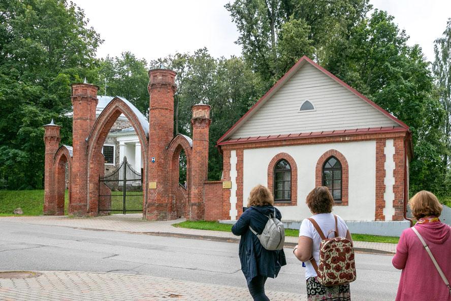 Vartai į Preiliuose grafų Borgų įkurtą parką Latvijoje