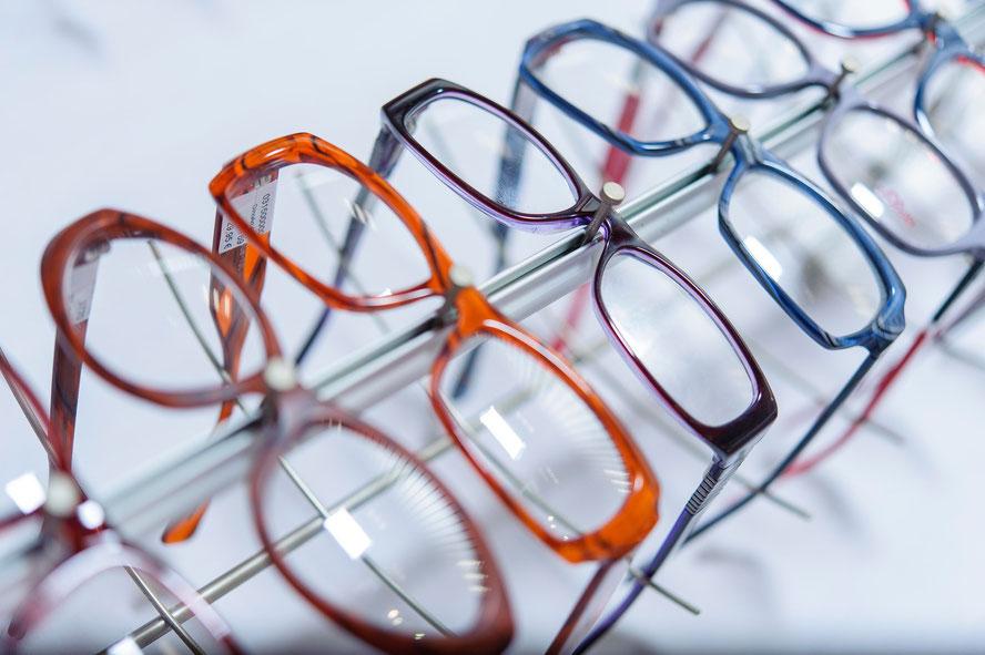 Brillengläser und Brillenfassungen