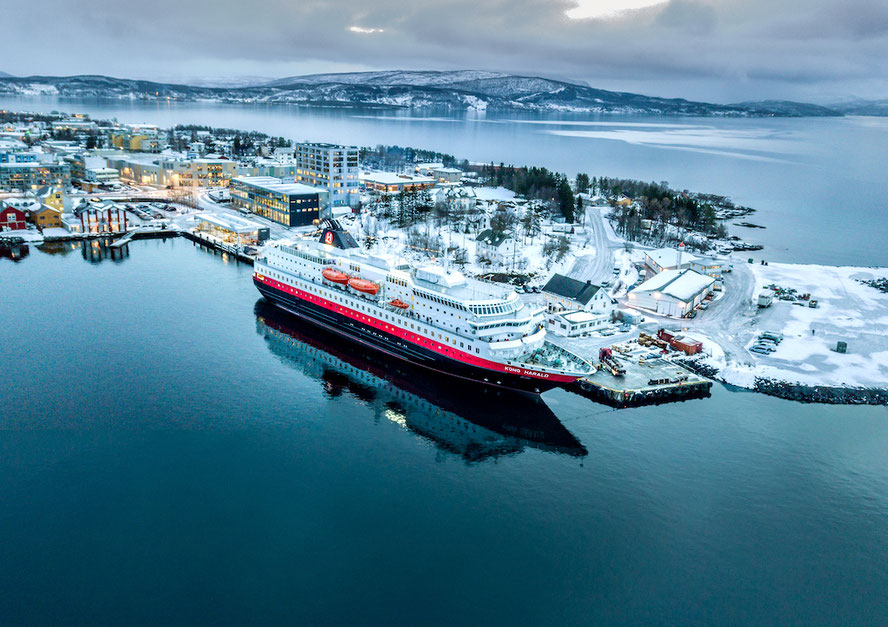 Hurtigruten MS Kong Harald Drohnenaufnahme