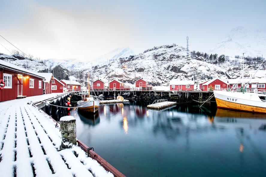 Nusfjord im Winter, Lofoten, Norwegen, Fischerdorf