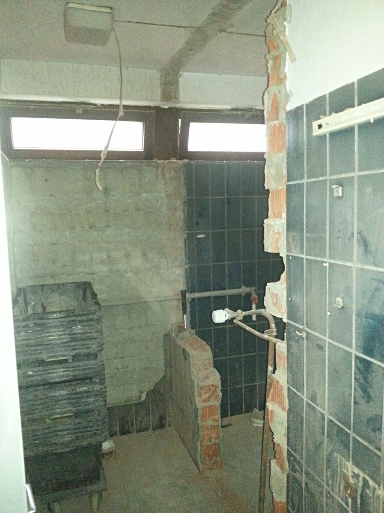 Sanitäranlagen vor der Entkernung