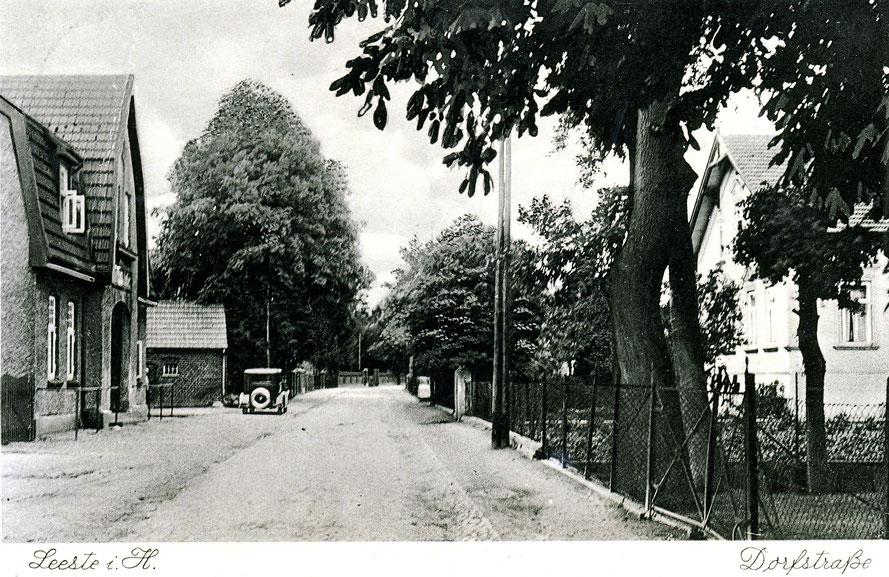 1925 hält feine Fotografie die Leester Straße (damals Hauptstraße) mit der Gaststätte Nordmann (links) fest 11 / Repro: Wilfried Meyer