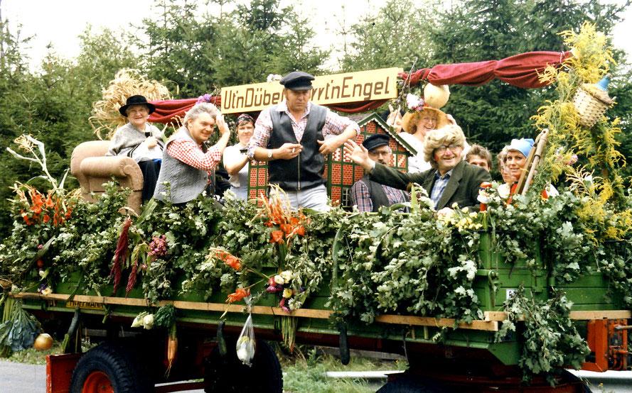 """""""Mietz"""" Mariechen Bösche, Henry Fislage, Rita Wittrock, Heiner Bothmer, Joachim Kloke, Elke Kloke, Heinrich Bothmer, Harald Osterloh und Anne Schröder*Foto: Wilfried Meyer"""