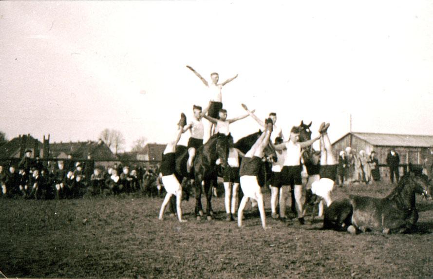 Reitschule um 1928 / Repro: Wilfried Meyer