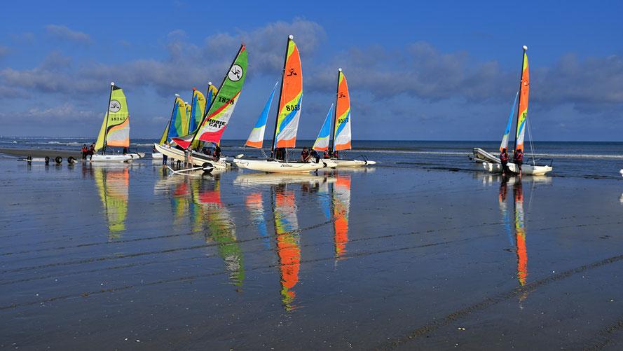 Mathieu Guillochon, photographe, rivages, couleurs, mer, Cabourg, la Manche, Calvados, voiliers, marée basse, bleu, plage de sable, été, reflet, estran..