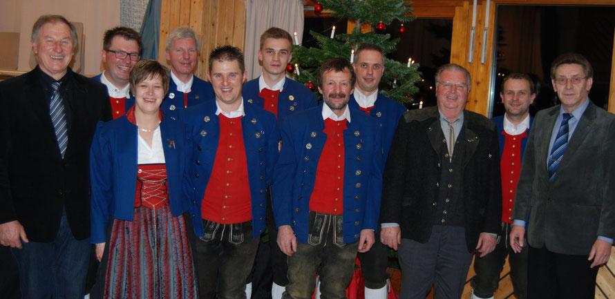 von links nach rechts: Josef Fiesel (Blasmusikkreisverband), Walter Rude (Vorstand), Monika Kibler (Vorstand), Peter Maucher, Joachim Ege, Roman Korntheuer, Fritz Schmid, Martin Bauer (Vorstand), Siegfried Linder, Jan Hofmaier (Vorstand), Hans Bimminger