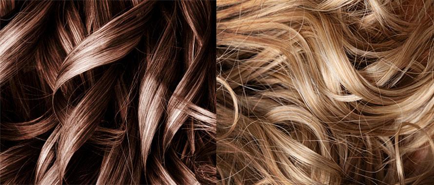 Gesundes welliges Haar in den Farbtönen Dunkel- und Hellblond