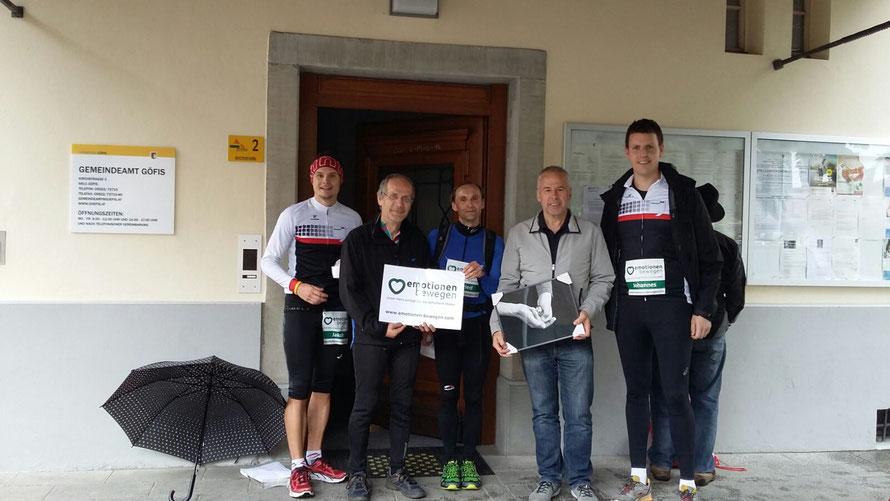 Thomas Lampert begrüßt unsere Läufer