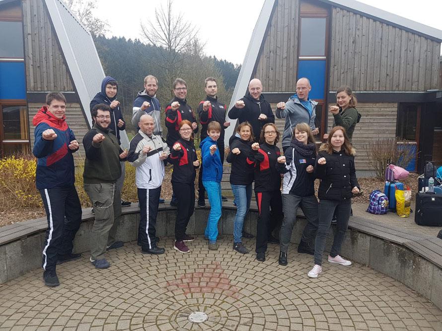Gruppenbild der Taekwondo Abteilung Hamm in Kampf Pose