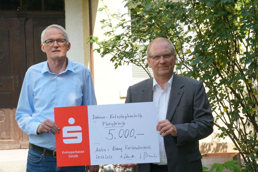 Heinz Schmidt (links) und Dekan Ralf Drescher (rechts)