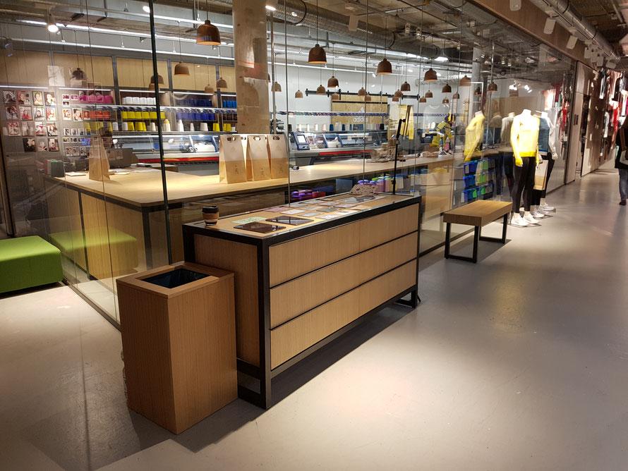 KNIT FOR YOU: Blick in die gläserne adidas-Werkstatt mit Strickmaschinen