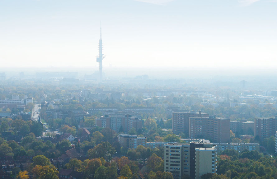 Luftaufnahme über Bothfeld mit Blick auf den Telemax Fernsehturm