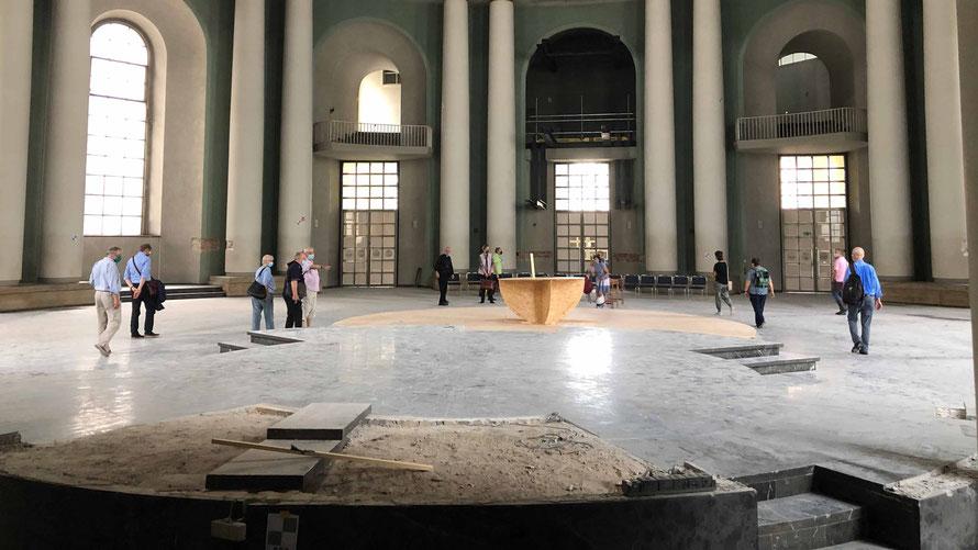 Ausschnitt aus dem dokumentarischen Bild der im Inneren zerstörten Kathedrale  Foto: Magdalena Thiele veröffentlicht im TdH