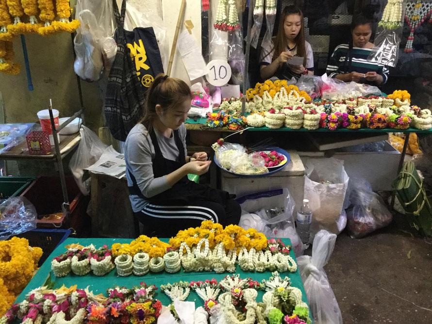 Blumenhändlerinnen am Straßenrand