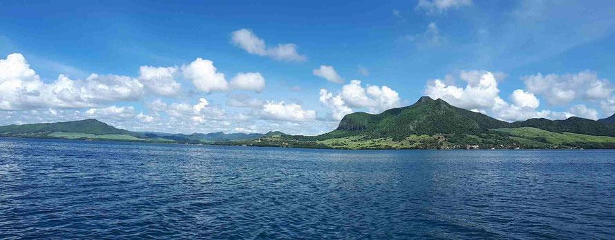 mit dem Katamaran entlang der Ostküste von Mauritius