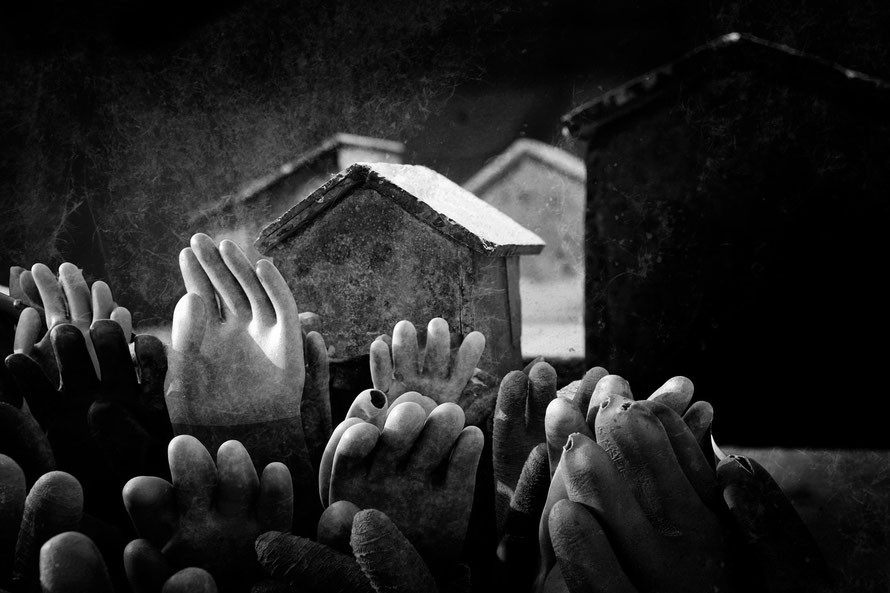 peace,war,Krieg,Frieden,Hunger,Leid,Verzweiflung,Tod,Flucht,Handschuhe,glove,