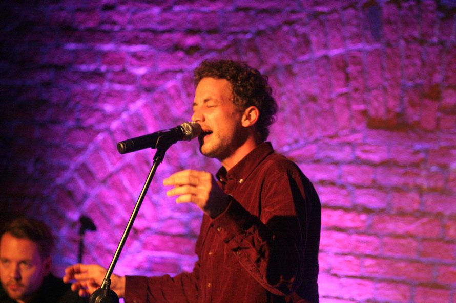Der Tiroler David Felix macht handgemachte ehrliche Musik auf Deutsch. Mal schneller, mal langsamer. (c) miggl.at