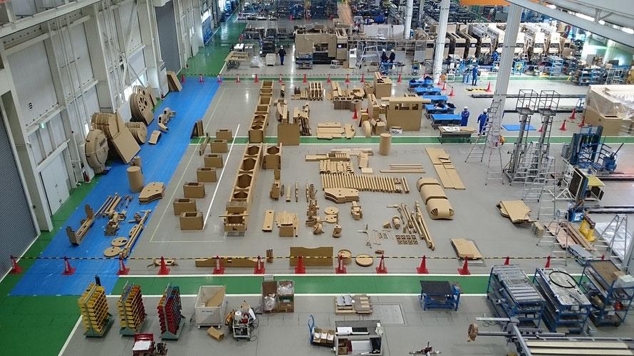 工場にすべての部品を並べてみました。部品の数は約3000個あります。