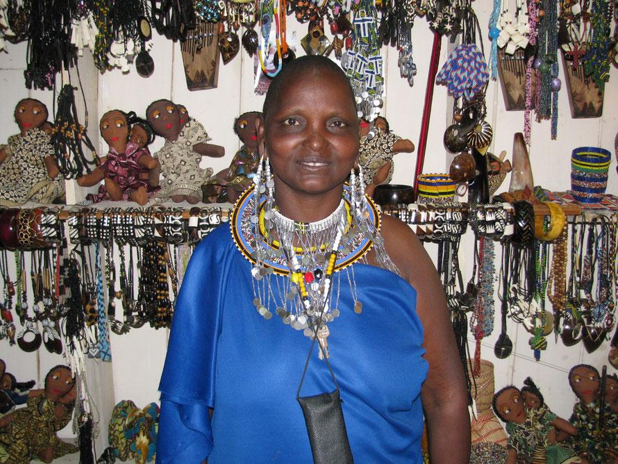 Kunsthandwerksladen einer Massai-Familie im Zentrum Iringas – aufgebaut mit einem Kleinkredit