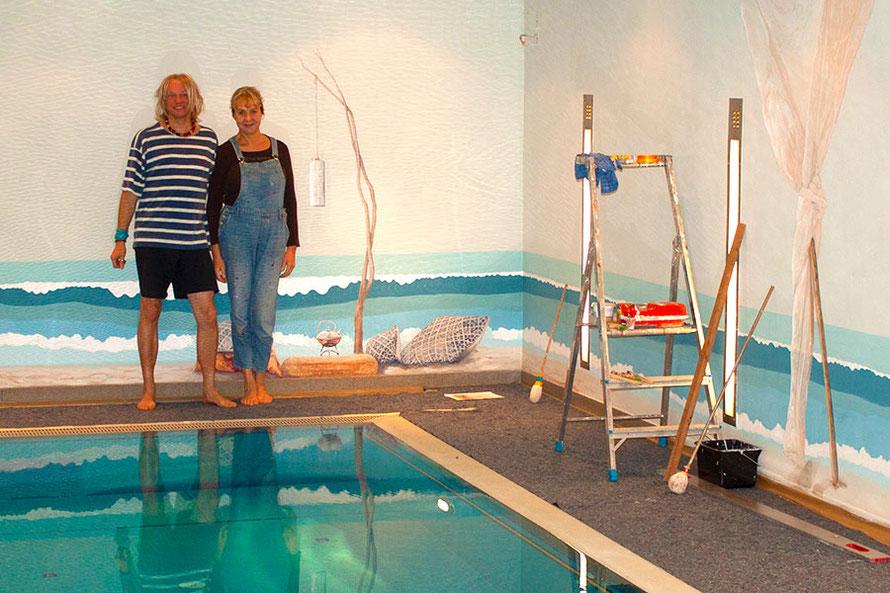 Bei der Malerei von einem Schwimmbad