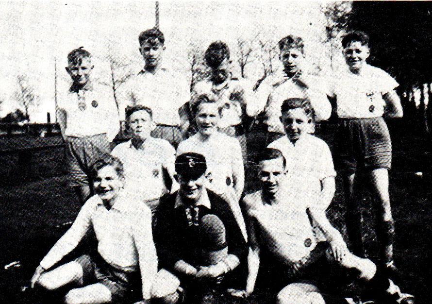 Schülerelf 1935-1936/Brandt. Helmig, Ahrlich, Lewun, Jonas, Wittschen, Riekers, Reiners, Harthun, 'Thöle, Ritting