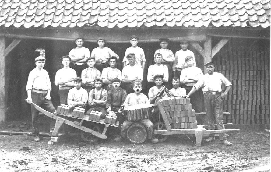 Foto: Archiv Gemeinde Weyhe/Ziegelei Oetjen in Ahausen