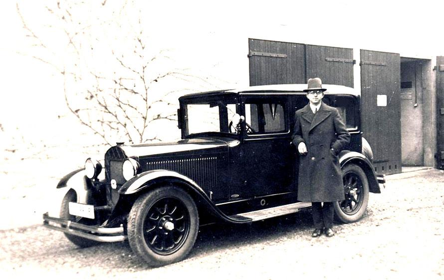 Heinrich Kaufmann mit seiner Droschke um 1938 81