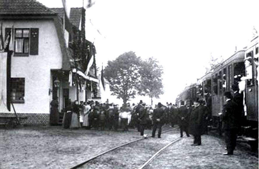 1. 10. 1910 Foto der Streckeneinweihung am Bahnhof Erichshof / Foto/Repro: Wilfried Meyer