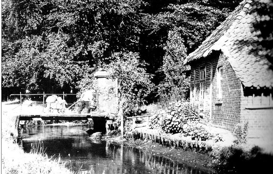 """Waschhaus (""""Gesindehaus"""") in den 1930er Jahren."""