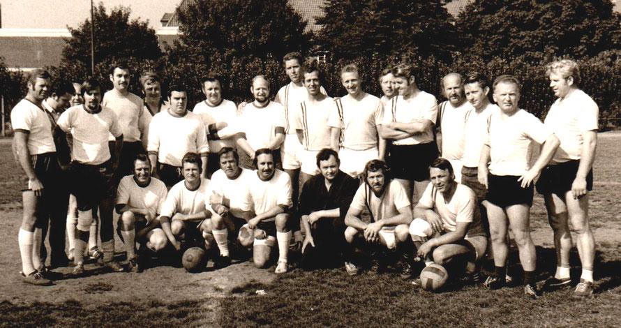 Foto: Hermann Dobmann/60 Jahre TSV Leeste/Leeste Alte Herren Handball vs. Leeste Alte Herren Fußball 6:6