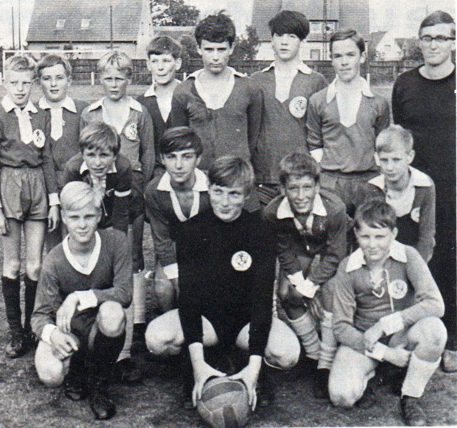 C-Jugend 1967 Staffelmeister; von links hinten: Loll, B. Soostmeyer, K. Müller, Dinter, Uphoff, Enetgen, Poppeck, M. Schlemper (Betreuer), Plate; Mitte: Kastens, R. Bartelt, W. Fuhs; vorn: Kehlenbeck, G. Bartelt, Therolf.