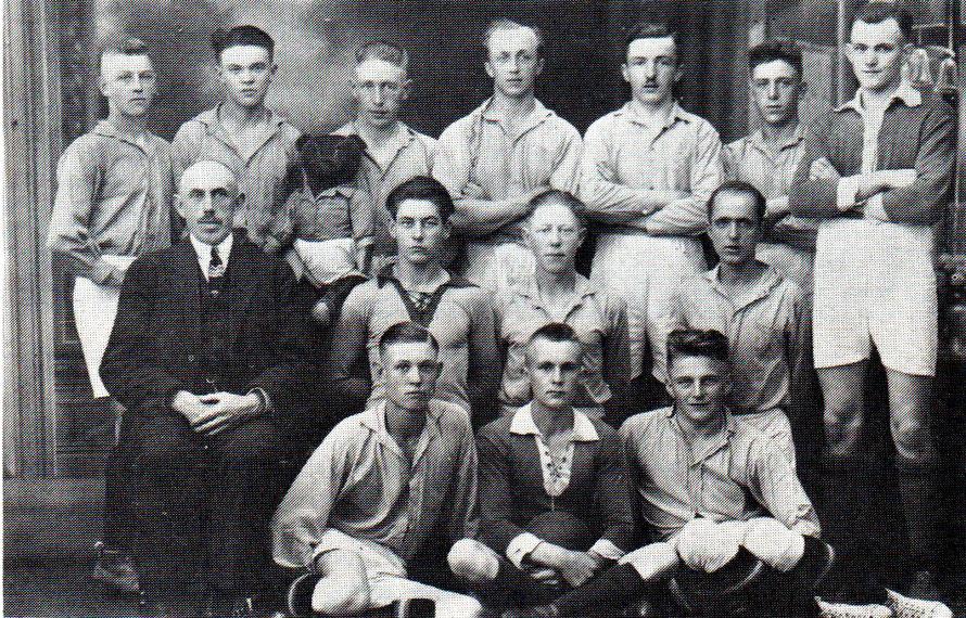 1925/1926 Spielvereinigung Sudweyhe/Kirchweyhe - 1. Mannschaft - Vorläufer des Reichsbahn -Turn- und Sportverein Kirchweyhe / Vorsitzender Nottbuswch