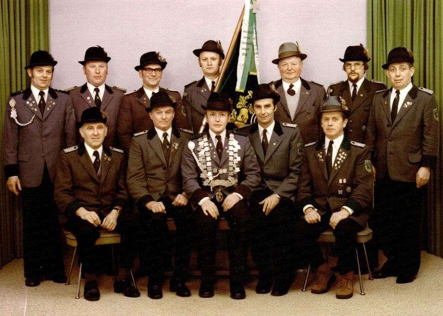 Der Vereinsvorstand 1976 mit Majestät Udo Hollwedel