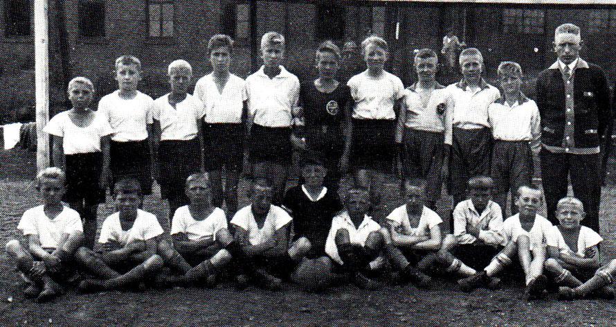 1. und 2. Knabenmannschaft 1929/30. Wer erkennt die Spieler?