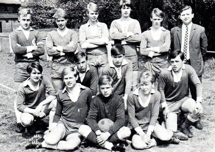 A-Jugend 1967 Staffelmeister; von links lhinten: F. Müller, W. Köhler, W. Wronna, W. Lange, D. Hoffmann, K.-H. Spatzek (Betreuer); Mitte: H. Stelzer, Löschenkohl, W. Finke, U. Mahn; vorn: 'W. Strutz, R. Bösche, Osmers