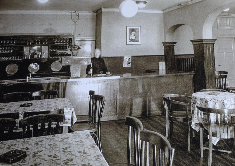 Das Clubzimmer 1930 mit Meta Dörgeloh
