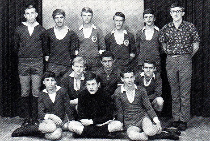 B-Jugend 1966 Staffelmeister; von links hinten: Löschenkohl, W. Köhler, W. Wronna, D. Hoffmann, G. Schubert, M. Schlemper (Betreuer); Mitte: U. Strutz, Hönisch, H. Stelzer; vorn: L. Hentschel, R. Jung, R. Meyer