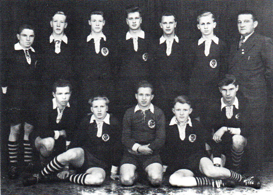 1. Jungmannen 1954 Staffelmeister; von links hinten: Hildebrandt, Miessen, Bösche, R. Otersen, Anderseck, Bothmer, Timmermann (Geschäftsführer); vorn: Osterloh, W. Fricke, Haschke, Witte, G. Lamping.