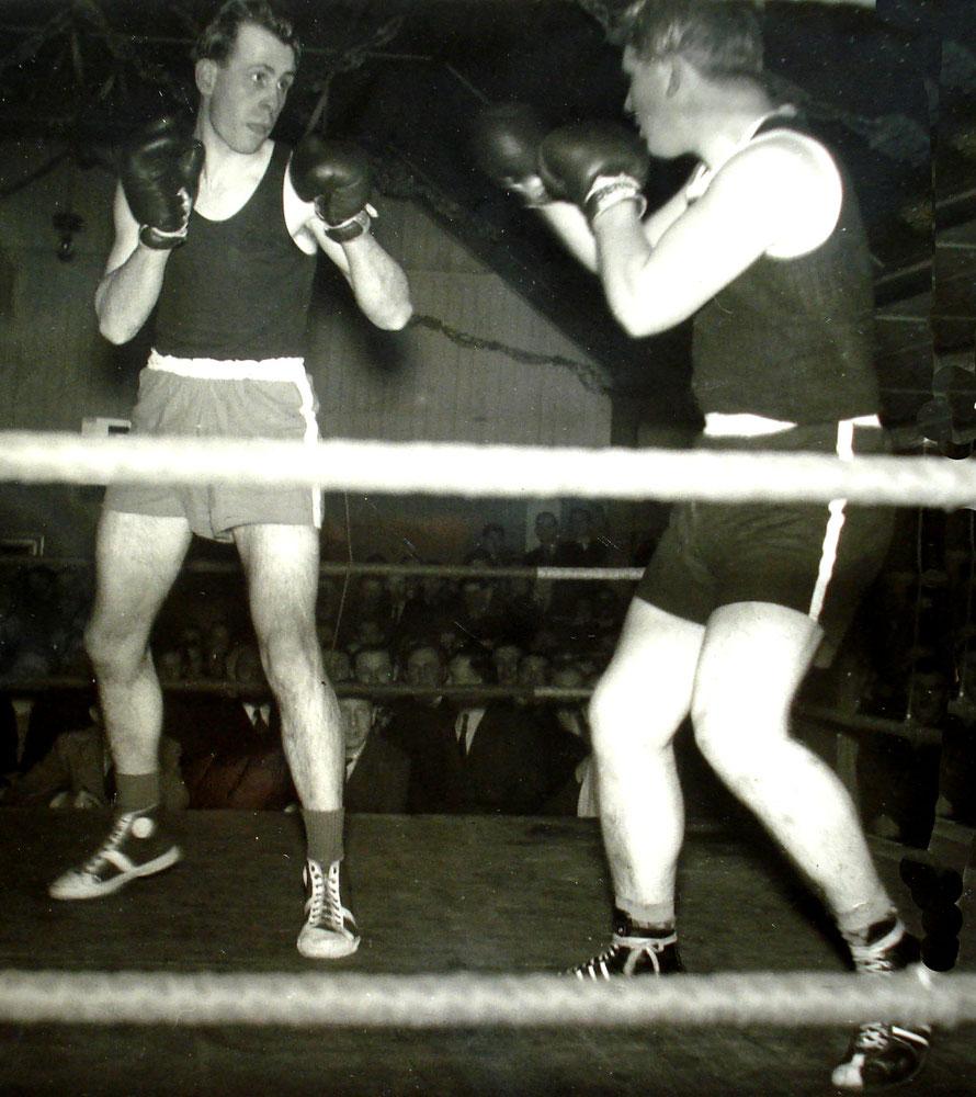 Zwei Meister, die gefielen: Halbschwer Schwingel (PSV) links, Mittel Böttcher (08) rechts