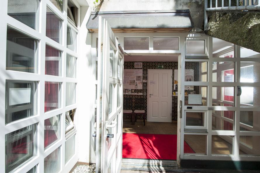 Maillinger Studios München, Mietstudios Eingang Souterrain, Innenhof, altmünchnerischer Stil, Räume mieten, Säle mieten München
