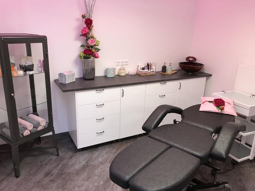 Der Behandlungsraum von Love 2b Beauty, in dem die Permanent Make-Up und BB Glow Behandlungen durchgeführt werden.