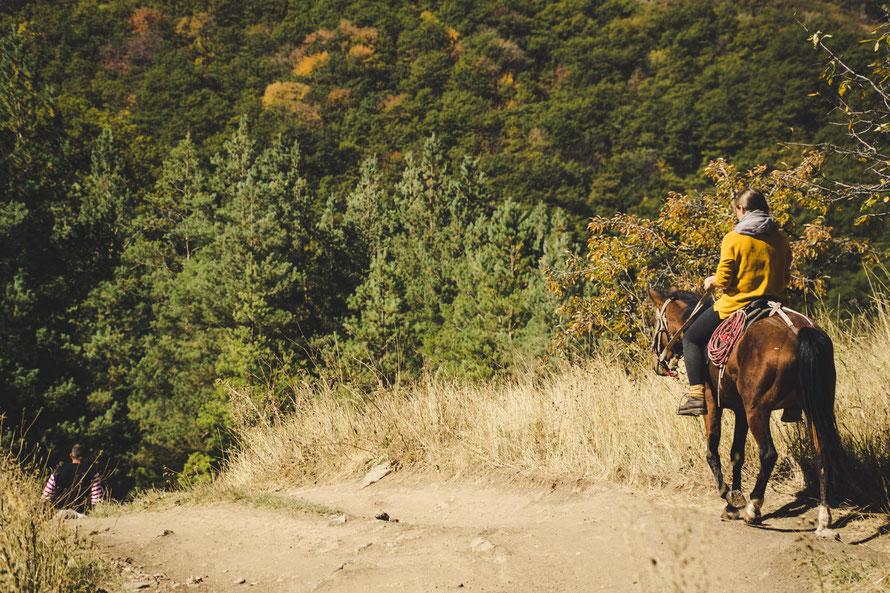 Reiten in die Idylle - nachdenkliche Momente auf dem Rücken des Pferdes - Armenien