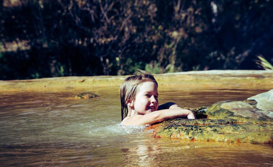 Mathilda im Geysir - maximale Aufenthaltsdauer 15 Minuten: sonst gesundheitsschädlich! Jermuk, Dschermuk